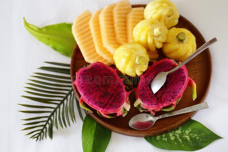 Tropische Früchte, Ananas, Banane lizenzfreie stockfotos