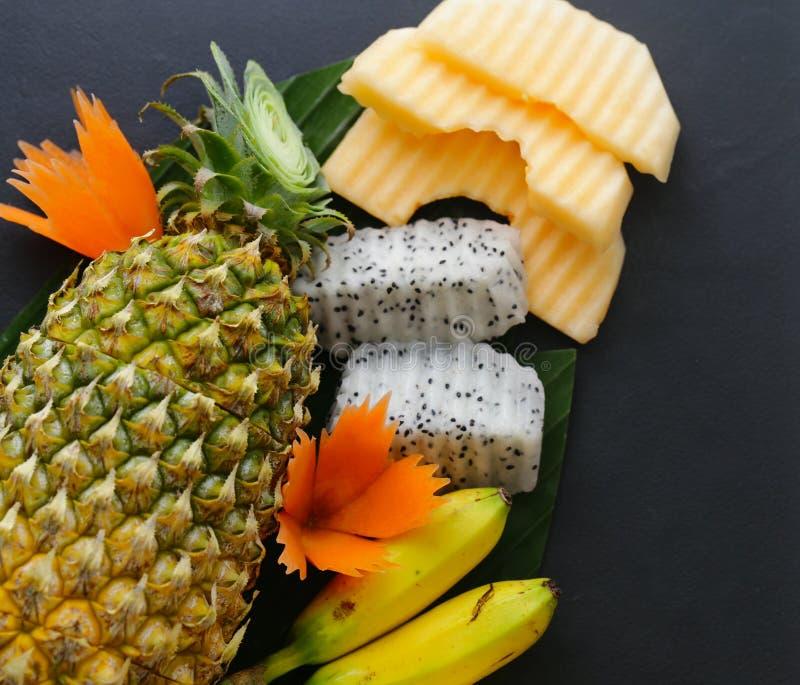 Tropische Fr?chte, Ananas, Banane lizenzfreie stockfotos