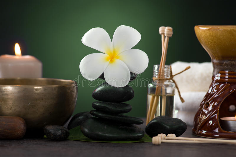 Tropische frangipani spa gezondheidsbehandeling met aromatherapie en royalty-vrije stock afbeelding