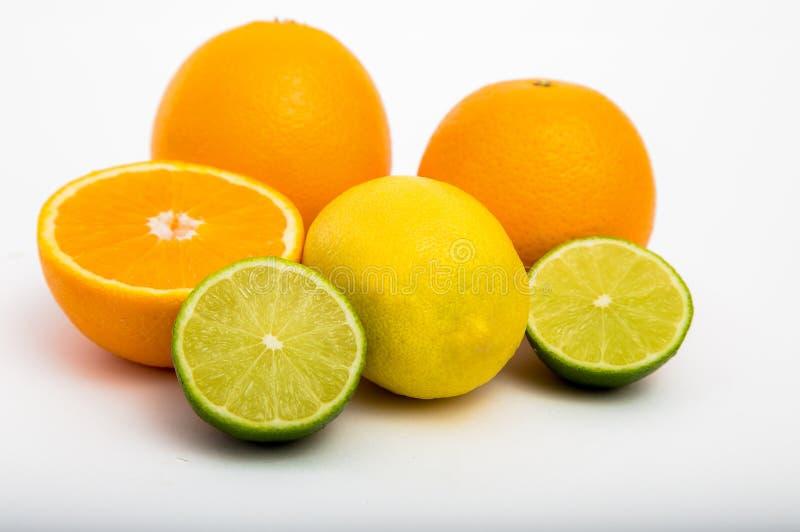 Tropische Frucht auf weißem Hintergrund lizenzfreies stockbild