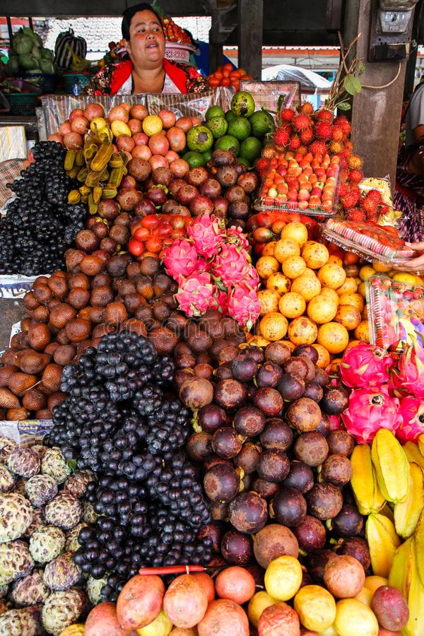 Tropische Frucht bei Candi Kuning Market, Bedugul, Bali, Indonesien lizenzfreies stockbild