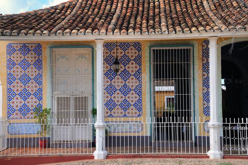 Tropische Hausfassade stockfotografie