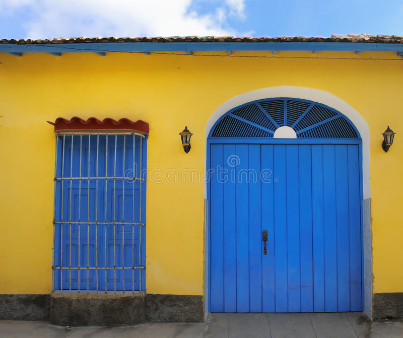 Tropische huisvoorzijde in Trinidad, Cuba royalty-vrije stock foto