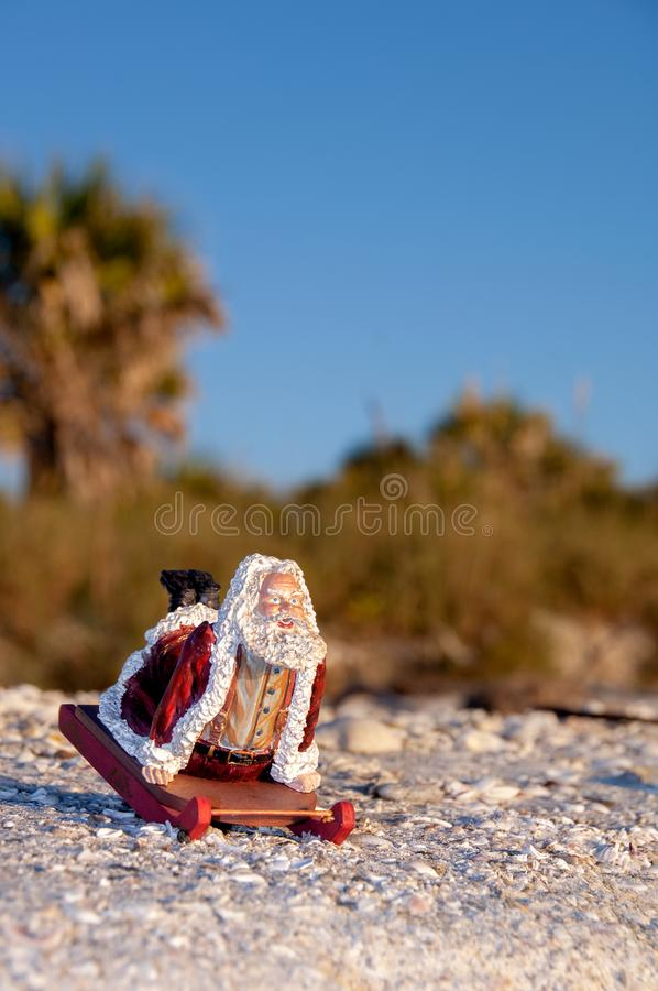 Tropische Kerstman op een ar bij het strand royalty-vrije stock fotografie