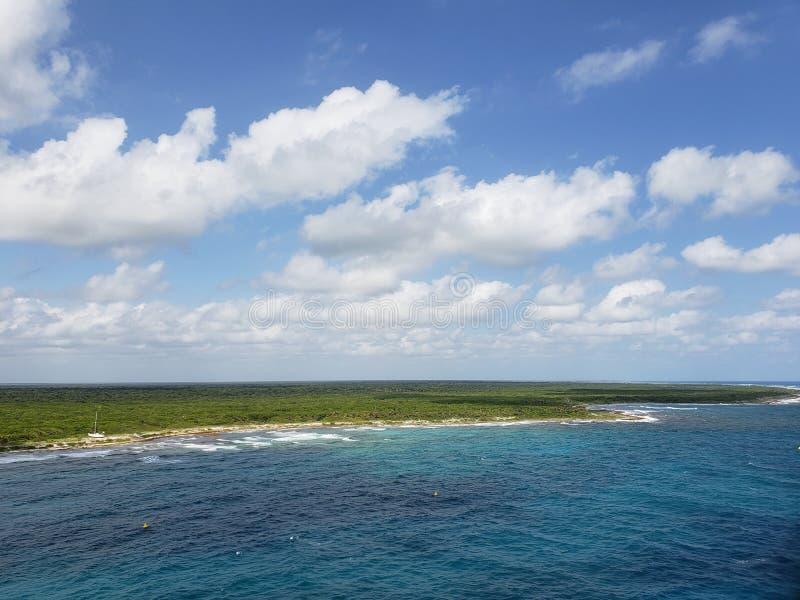 tropische Landschaft der Mayaküste stockfotos