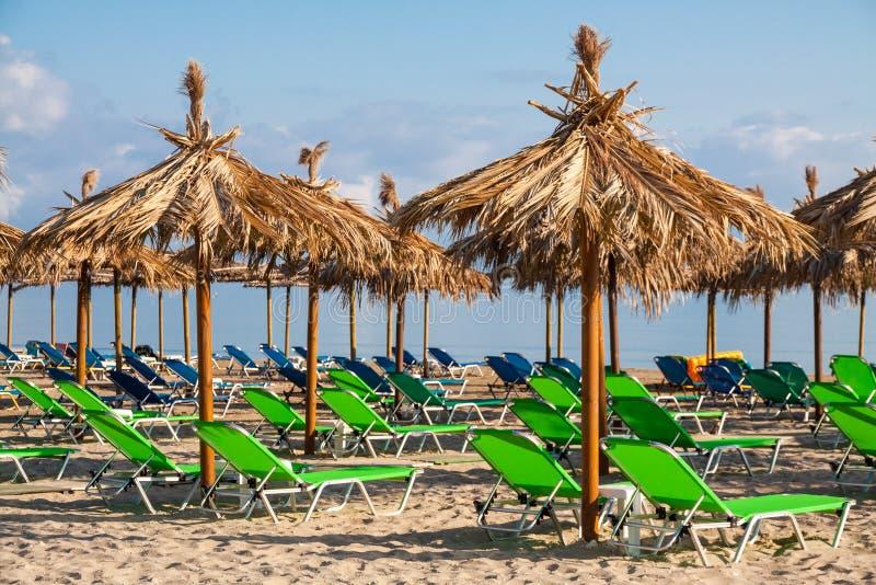 Tropische Ligstoelen stock afbeelding