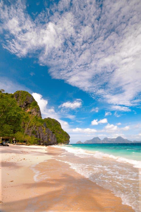 Tropische Strand-Landschaft lizenzfreies stockbild