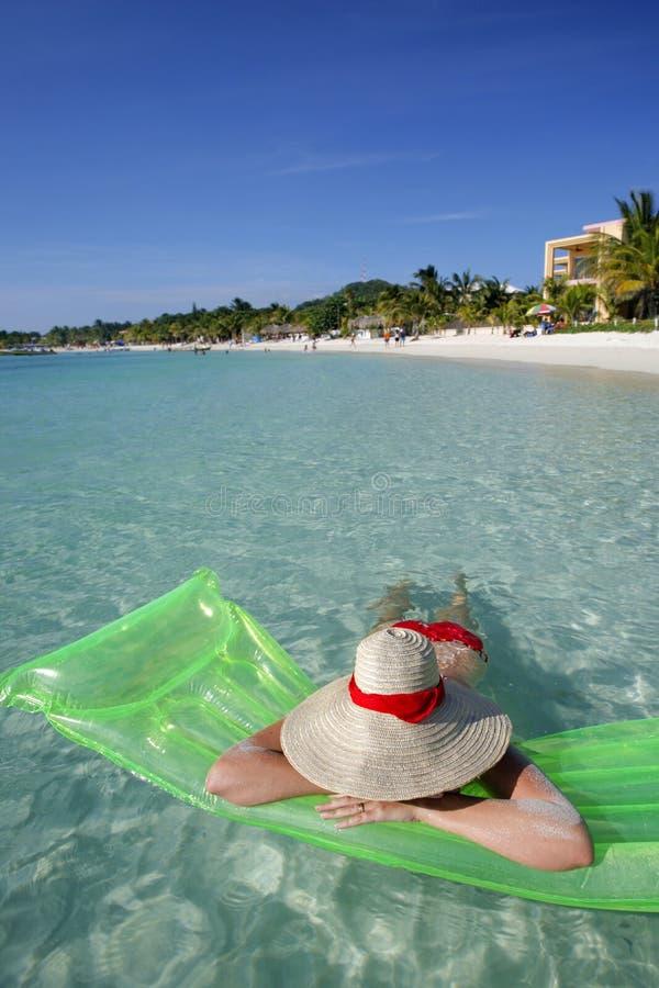 Tropische Strand-Szene lizenzfreie stockbilder