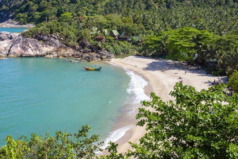 Tropische Strand- und Meerwasserwellen auf Insel Koh Phangan, Thailand stockfotografie