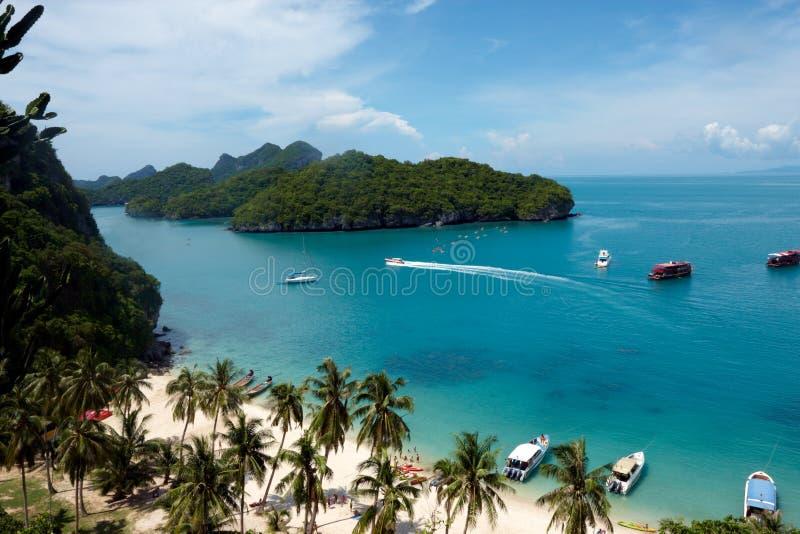 Tropische Strandansicht lizenzfreies stockfoto