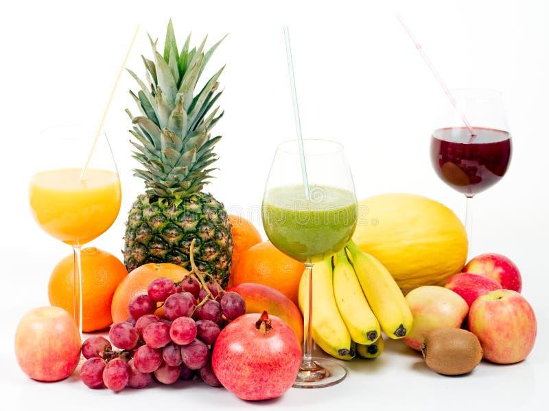Tropische vruchten met vruchtensappen royalty-vrije stock afbeelding