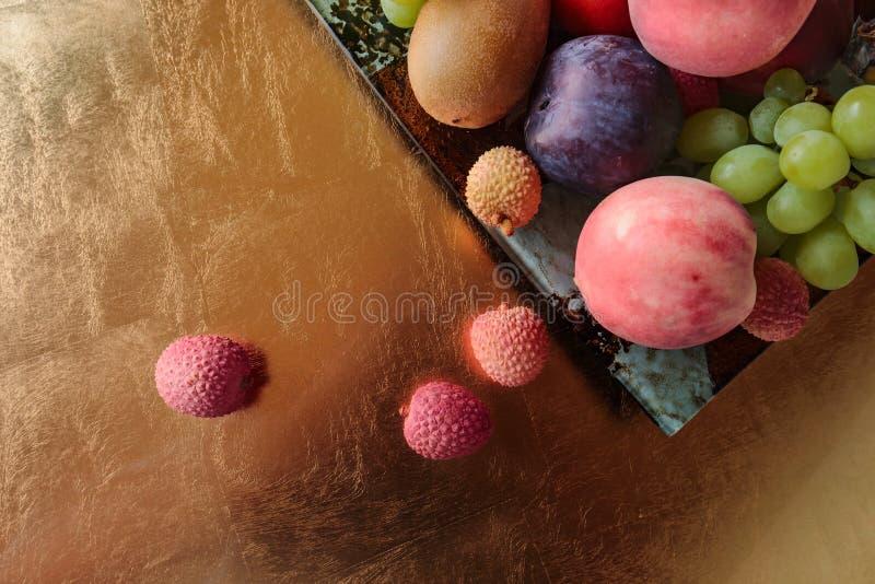 Tropische vruchten schotel stock afbeelding