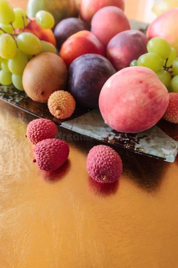 Tropische vruchten schotel royalty-vrije stock afbeelding