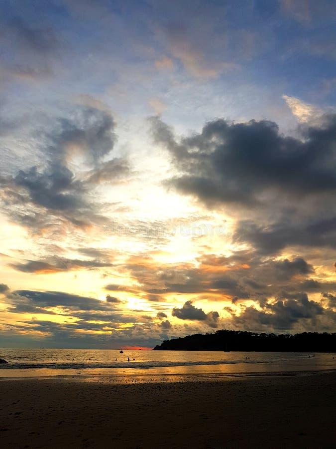 Tropische Zonsondergang in Manuel Antonio Beach stock afbeeldingen