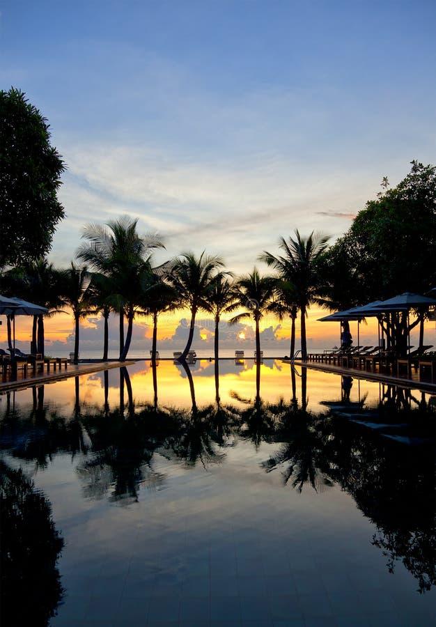 Download Tropische zonsopgang stock foto. Afbeelding bestaande uit azië - 20552604