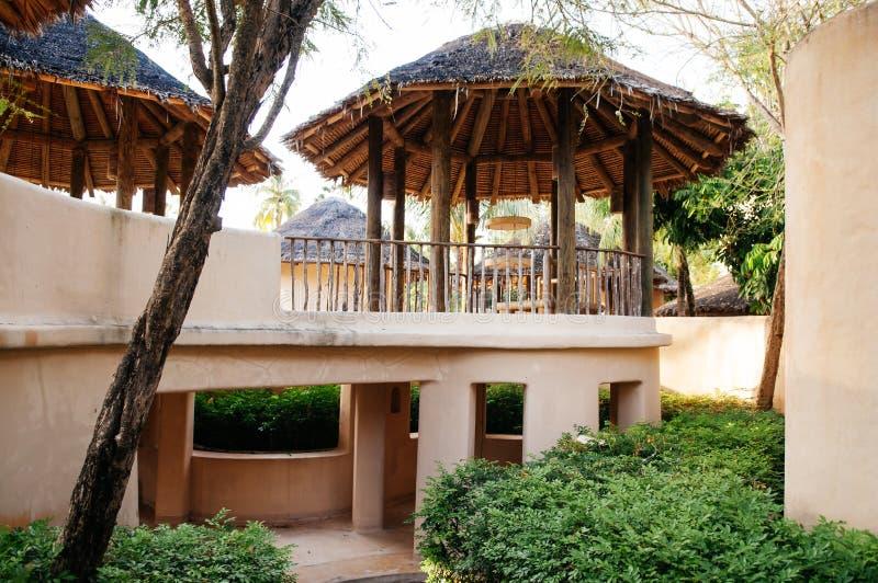 Tropischer Erholungsort der Ferien im Garten mit Lehmhausdesign, Phuke lizenzfreie stockbilder