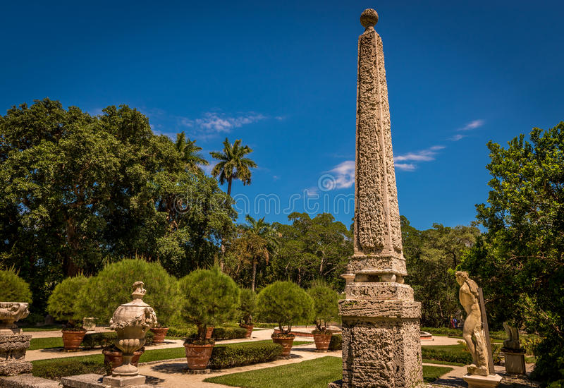Tropischer Obelisk lizenzfreies stockbild