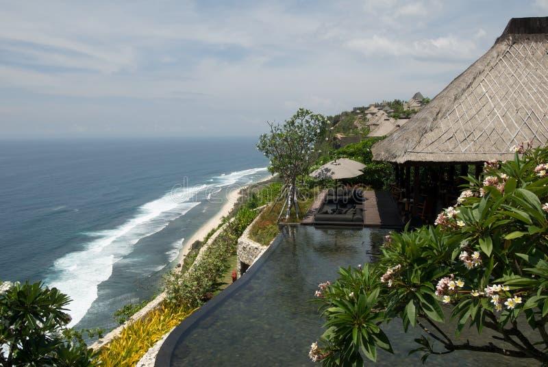 Tropischer Rücksortierunghotel-Swimmingpool stockfoto