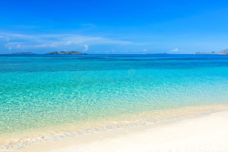 Tropischer Strand Malcapuya lizenzfreie stockfotografie