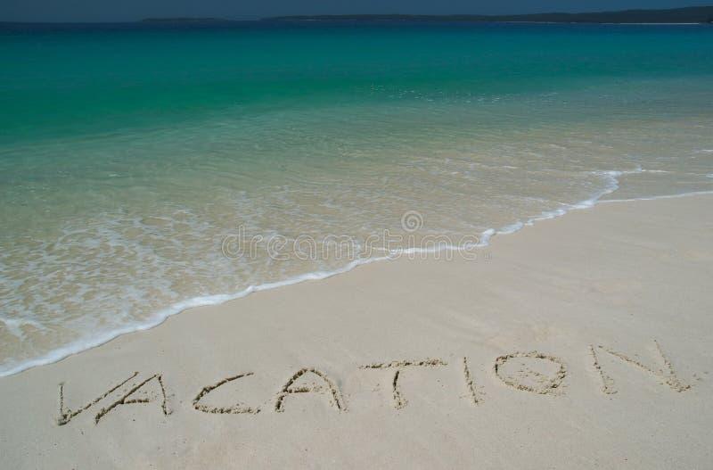 Tropischer Sandy-Strand mit   lizenzfreie stockfotos