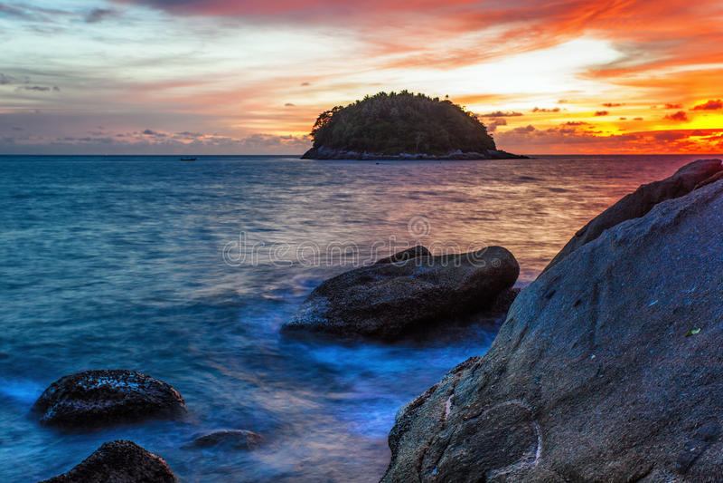 Download Tropischer Strand Am Sonnenuntergang. Stockfoto - Bild von wolke, szene: 26366392