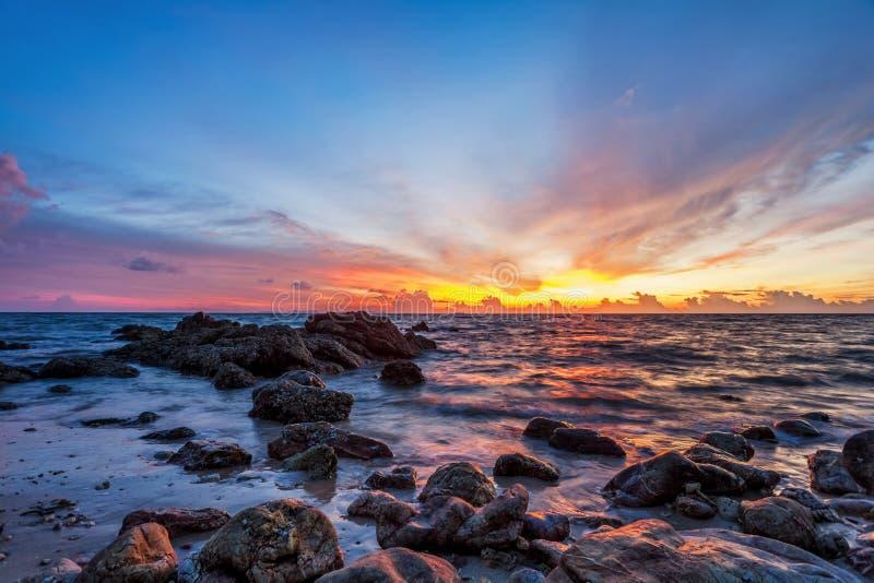 Download Tropischer Strand Am Sonnenuntergang. Stockbild - Bild von schön, ozean: 26366409
