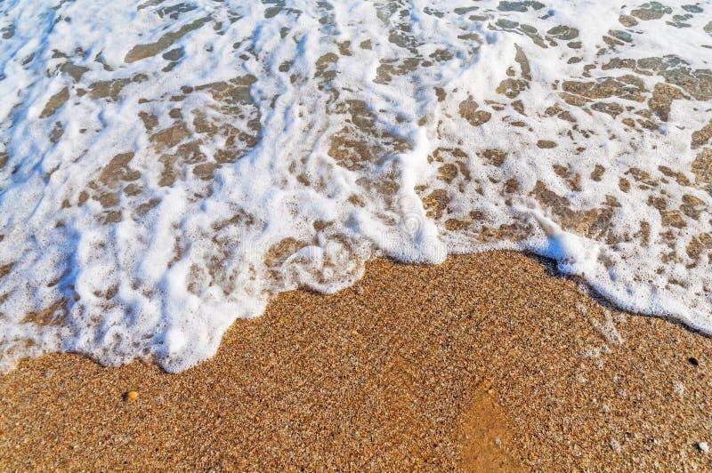 Tropischer Strandwellenabschluß stockfoto