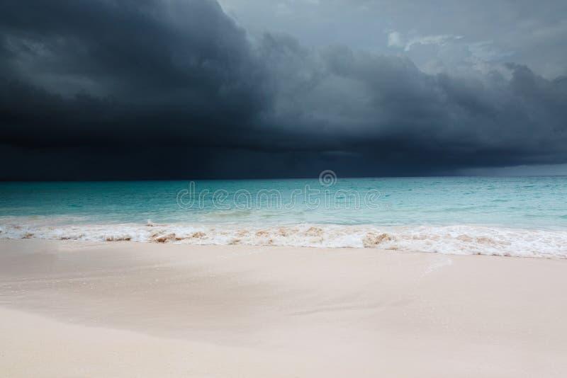 Tropischer Sturm kommt stockfoto
