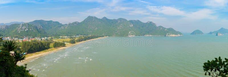 Tropischer weißer Sandstrand in Khao Sam Roi Yot National Park, Thailand lizenzfreies stockfoto