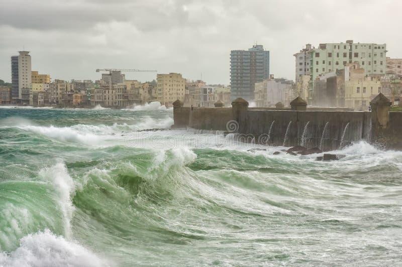 Tropischer Wirbelsturm in Havana stockfotografie