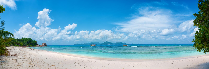 Tropisches anse schwerer Strand auf La digue Insel in Seychellen stockbild
