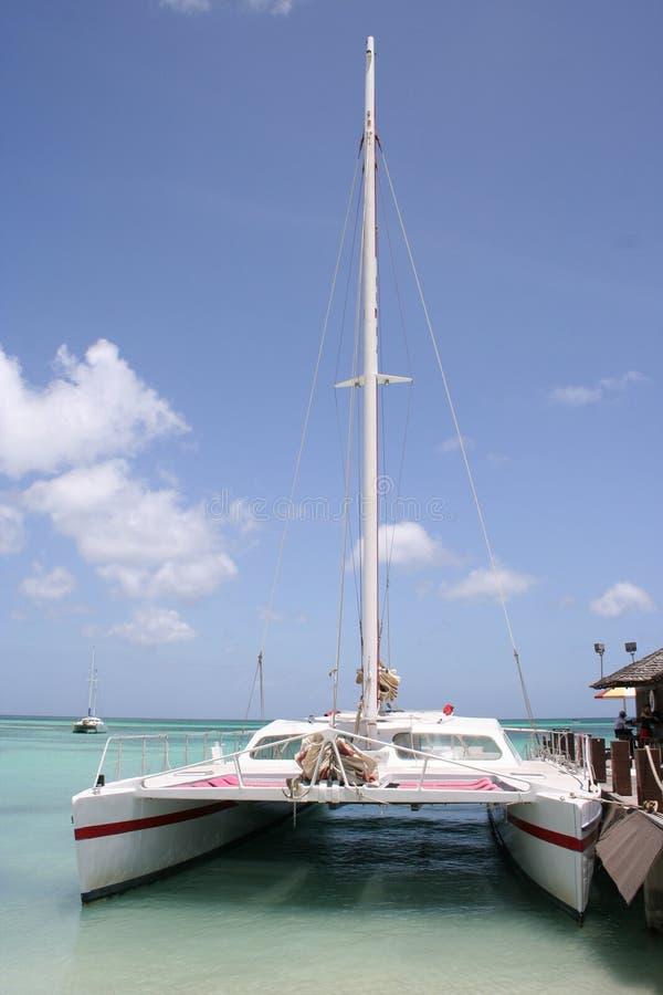 Tropisches Aruba-Segelboot   lizenzfreie stockfotografie