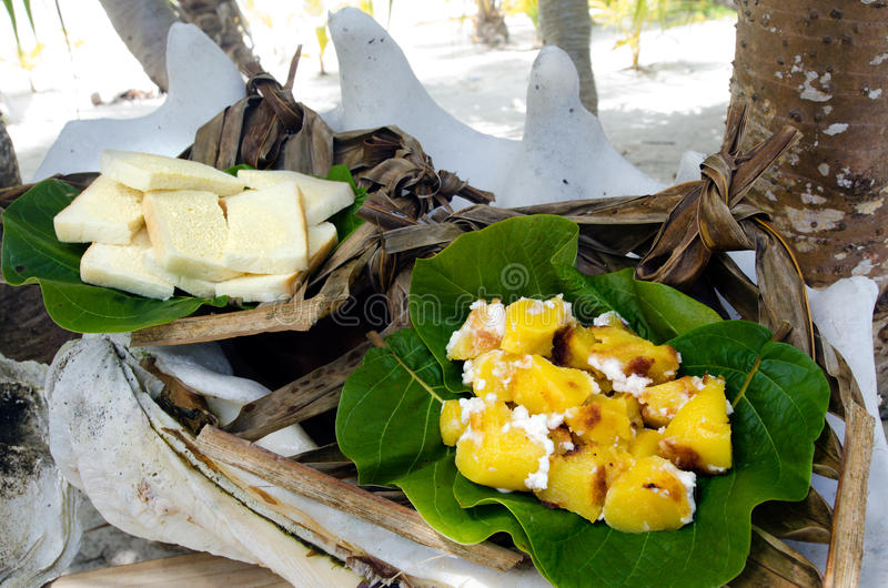 Tropisches Lebensmittel Im Freien Im Aitutaki-Lagunen-Koch
