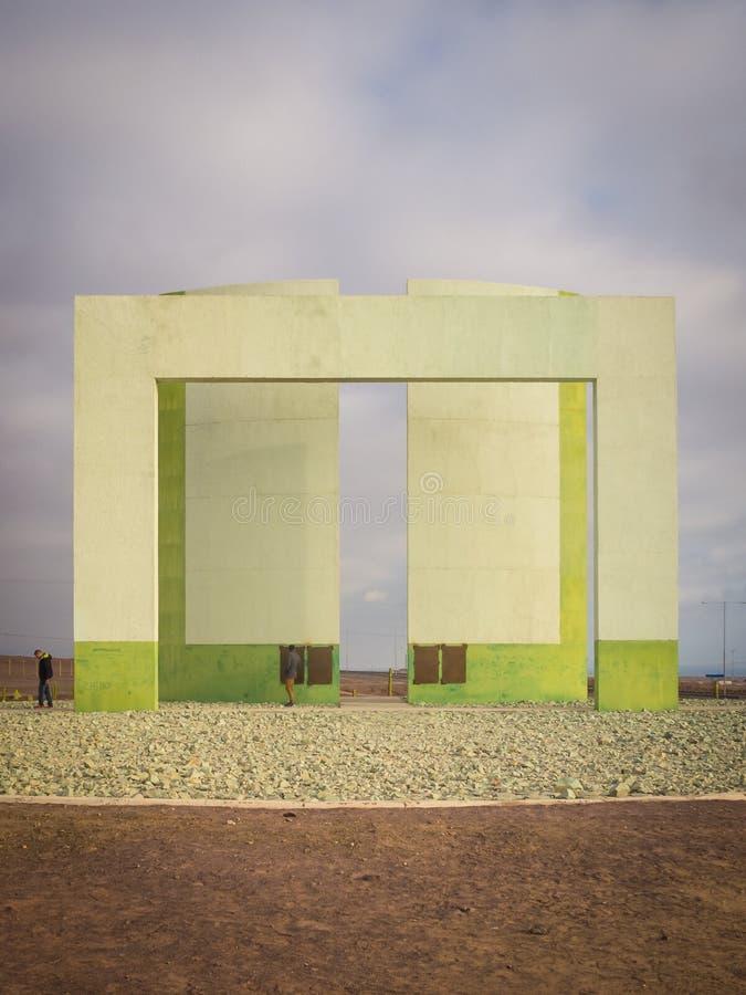 Tropisches Monument des Steinbocks nahe Antofagasta-Stadt im Norden von Chile stockfoto