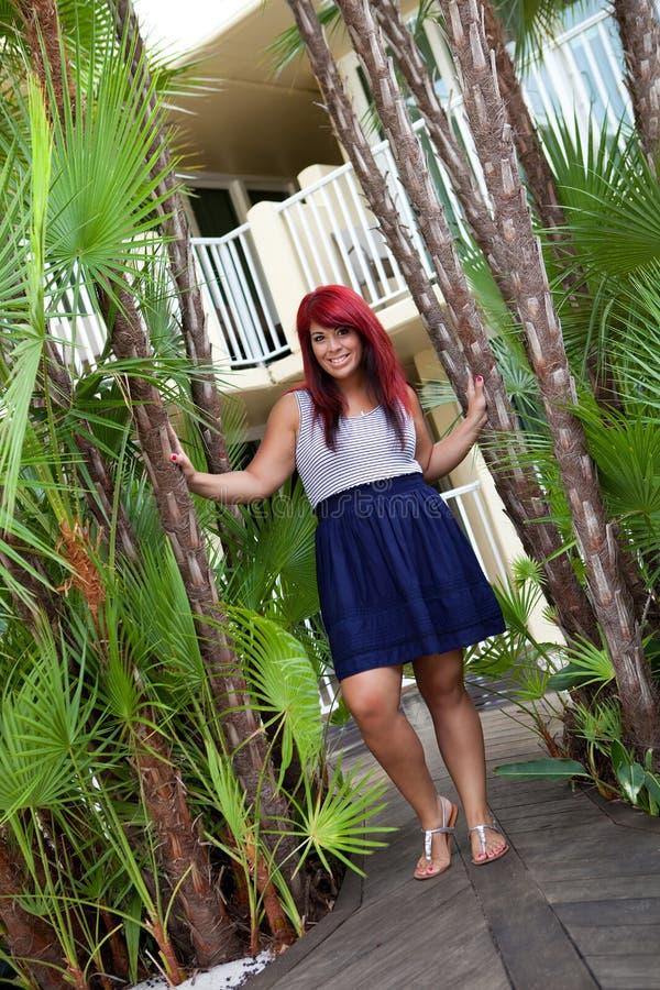 Tropisches rotes Hauptmädchen stockfotografie