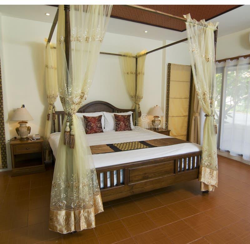 Tropisches Schlafzimmer der siamesischen Art stockbilder