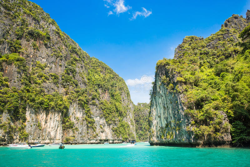 Tropisk öPhi-Phi, Krabi landskap, Thailand Skärgården i det Andaman havet, det mest härlig i världen, tilldrar milli arkivfoto
