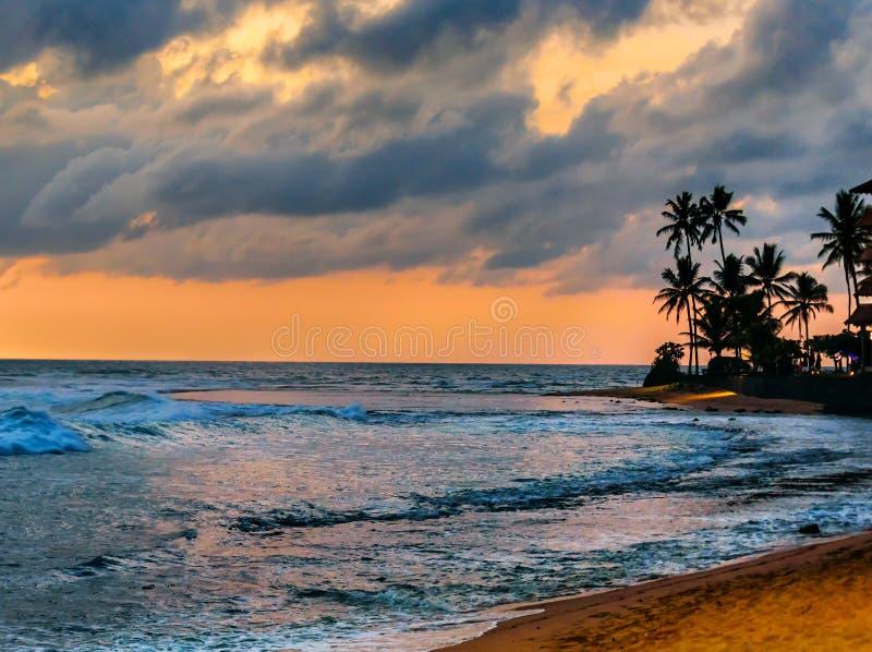 tropisk härlig solnedgång arkivfoto