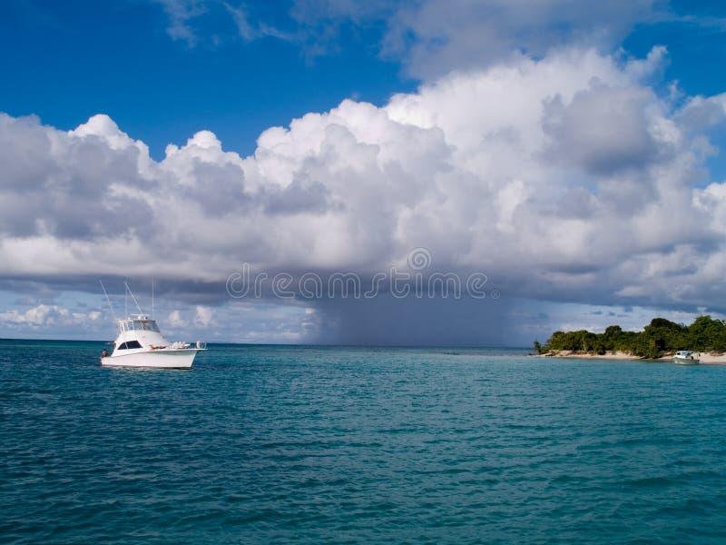tropisk inkomma storm för fartyg arkivbild