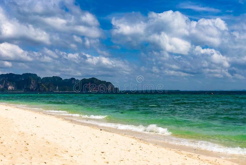 Tropisk Koh Poda för härligt paradis ö, Krabi Thailand arkivfoton