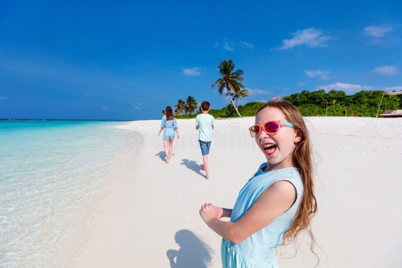 tropisk semester för familj royaltyfria bilder