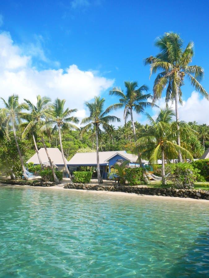 Tropisk semesterort på Nananu-jag-rommar ö, Fiji royaltyfria bilder