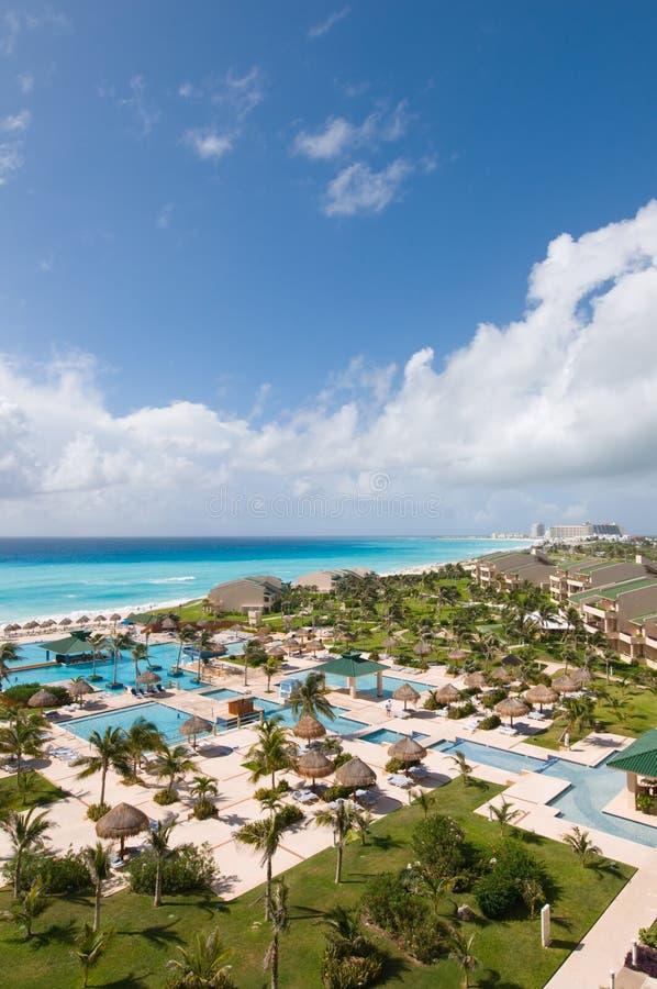 tropisk sikt för lyxig semesterort arkivfoto