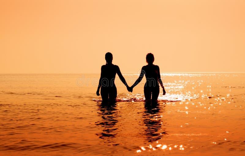 Download Tropisk soluppgång fotografering för bildbyråer. Bild av lady - 989337