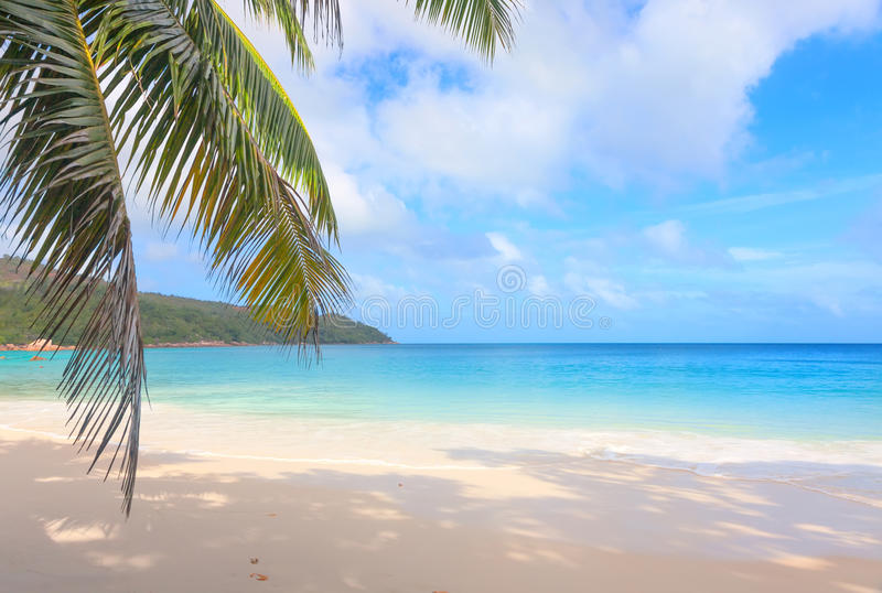 Tropisk strand Anse Lazio, Seychellerna arkivbild