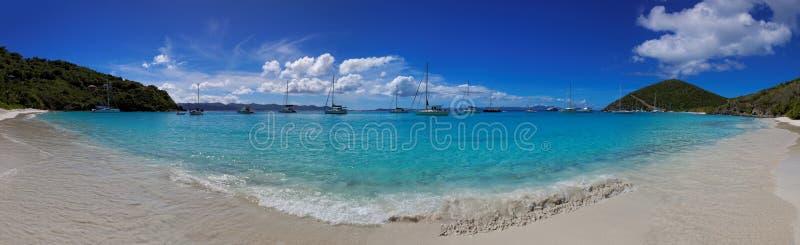 Tropisk strand i den brittiska jungfruliga ön & x28; BVI& x29; , Karibiskt fotografering för bildbyråer