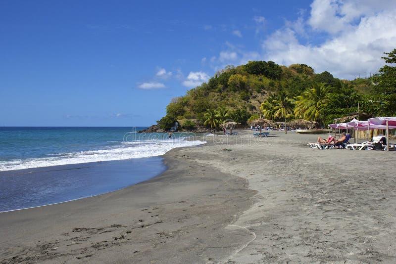 Tropisk strand i Dominica som är karibisk royaltyfria foton