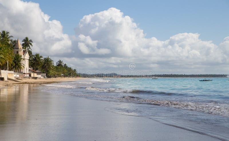 Tropisk strand på Pernambuco, Brasilien arkivbilder
