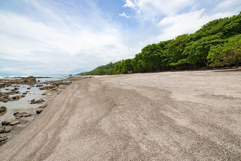 Tropisk strand på santa teresa Costa Rica royaltyfria bilder