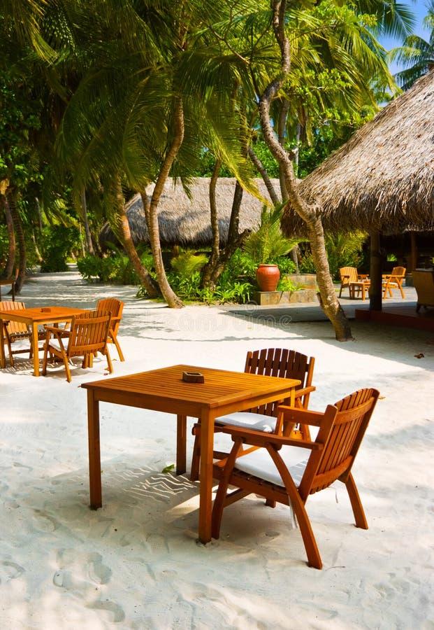 tropisk strandcafeö royaltyfri bild